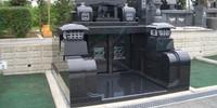 御影石で記念碑