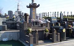 伝統的な形のお墓