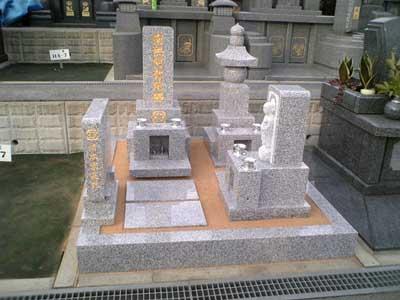 今年初めての墓石建立