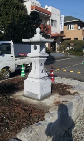 参道の灯籠