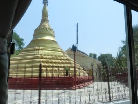 仏塔と寺院