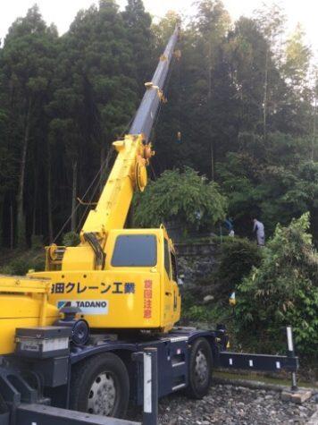 山の斜面のお墓修理