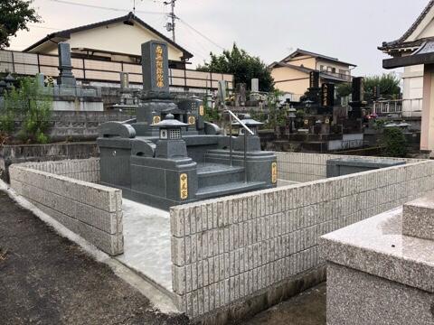 高台の墓地