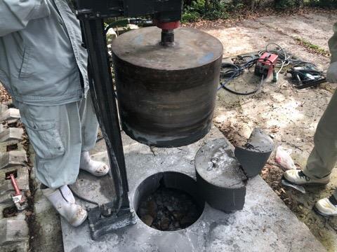 記念碑の穴あけ工事