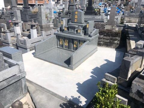 2世帯のお墓です。