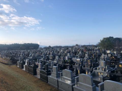 朝の熊本市営桃尾墓園です。