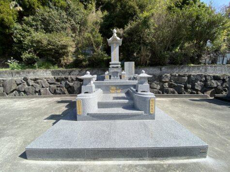 昔ながらの大名墓の移設に伴う改修工事です