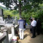 熊本市営墓地で納骨のお手伝い