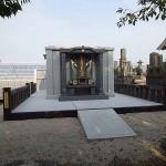 巨大な墓石(納骨堂)完成
